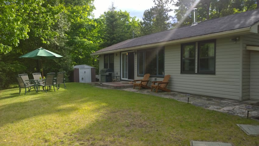 Lake-view cottage close to beach! - Sauble Beach - Cabaña