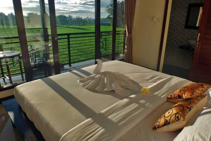 Putra Homestay 2 Bedrooms with rice fields view