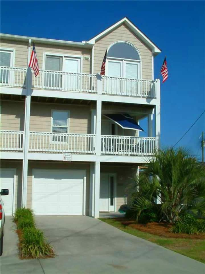 ANDREA'S PLACE - Beautiful 4 bedroom Townhome short walk to Kure Beach Pier