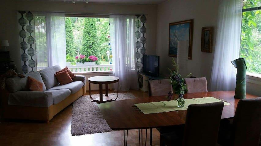 Kaunis puutarhallinen asunto