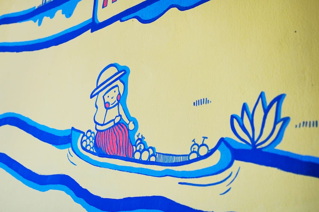 Discover the stories of Thais along the wall.