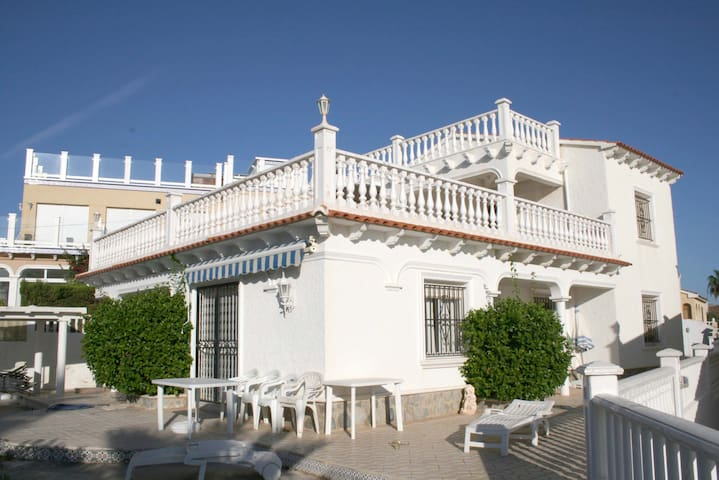 Four Rooms Villa with Sea View