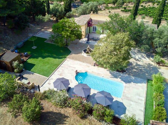 Villa provençale entièrement  restaurée + piscine