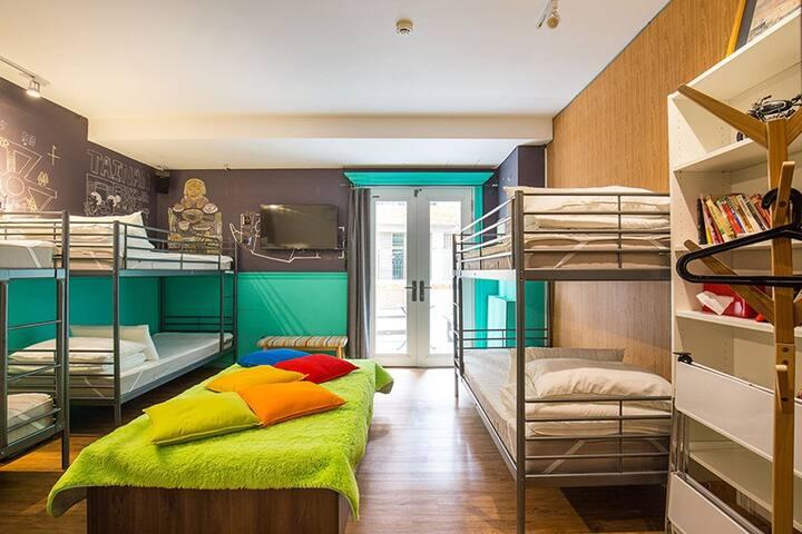 {mydeer bpkr. }6-beds mixed dorm with bathroom