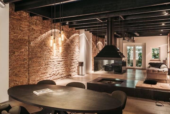 Epic loft in the heart of 'de Jordaan'.