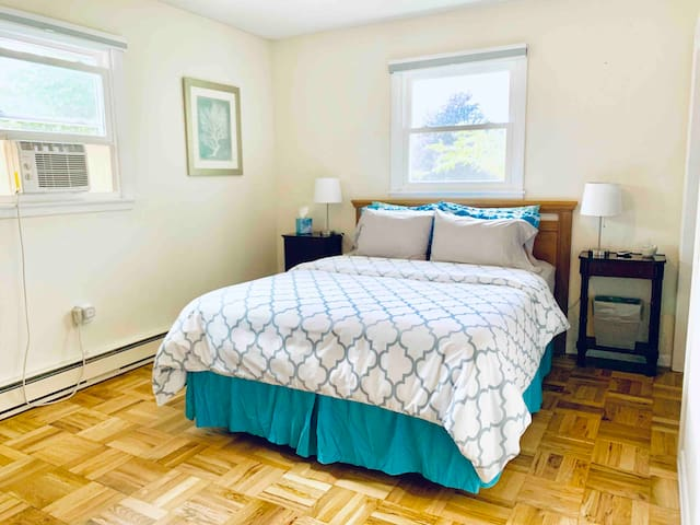 Spacious Room #1 in Shelburne, 20 mins>Burlington!