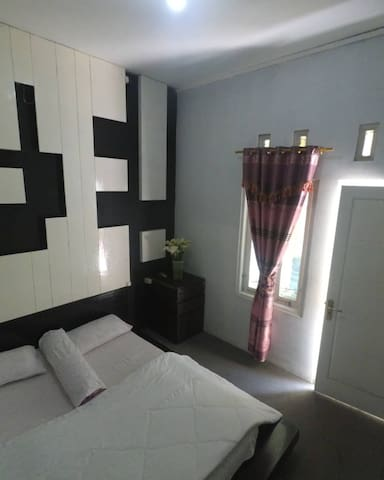 Homestay diengcool | Standar room with tv |
