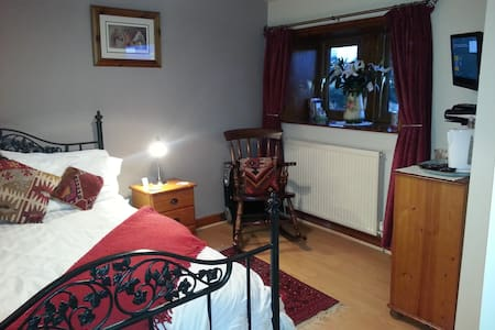 4 Bedroom Higher Walls B&B, safe parking (dbl+sgl)