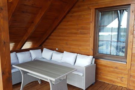 Maison de vacances confortable avec terrasse à Skrzynia