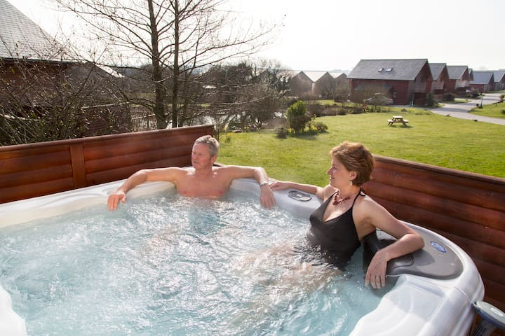 5* Luxury with Hot Tub, sleeps 8, Nr Padstow (19)
