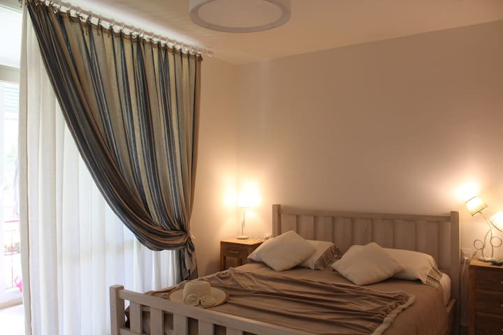 La camera da letto, comoda e accogliente