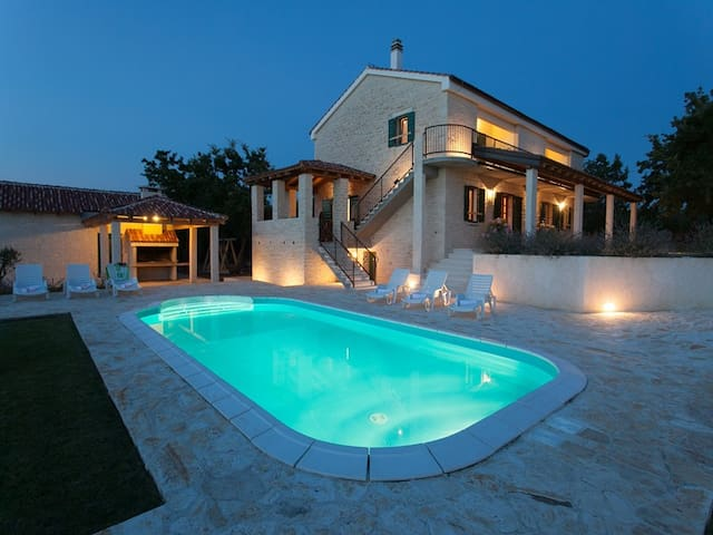 Villa Paradise, 4 bedroom villa with private pool - Zadar - Villa