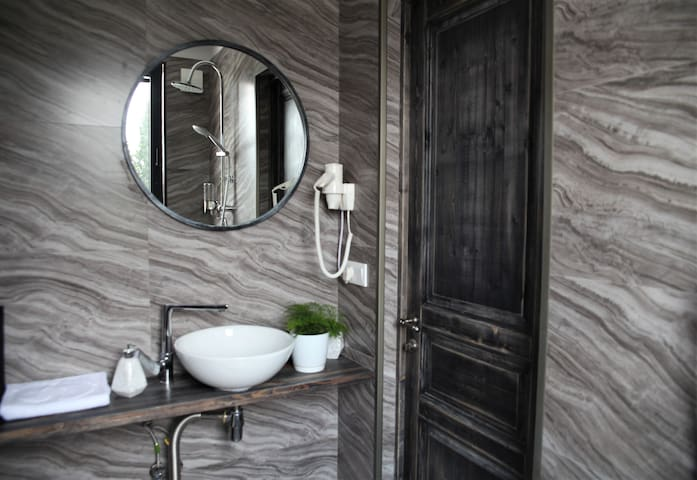 Cozy Bathroom with amazing city view