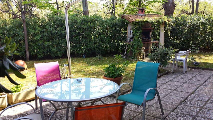 Appartamento con giardino vicino al mare - Silville - Departamento