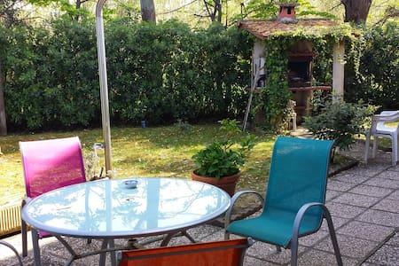 Appartamento con giardino vicino al mare - Silville - Byt