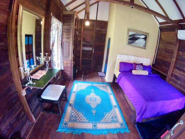 Little Malay Traditional Cottage eagleye homestay