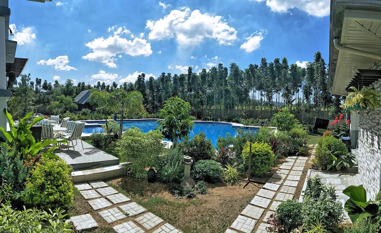 Luxurious Private Resort in Batangas (22 Pax)