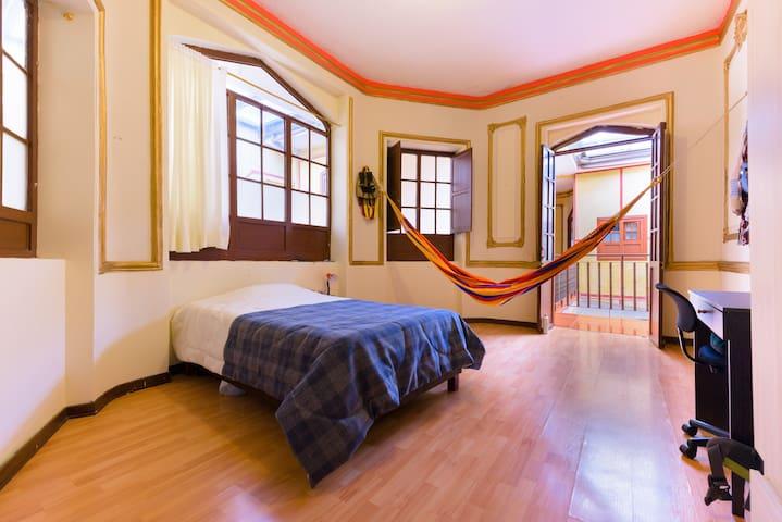 Espaciosa habitación en el Centro - Bogotá - Casa