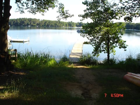 Lakeside cottage: 60 min north of Madison