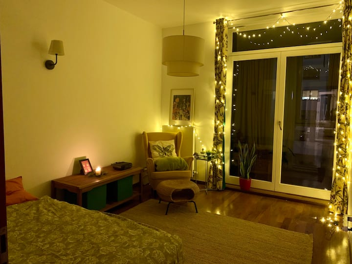 Cozy room in Warsaw [HOSTING FEMALES ONLY]
