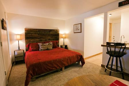 2 Bedroom Jacuzzi Suite In Newly Refurbished Historic Lodge - Green Mountain Falls - Egyéb