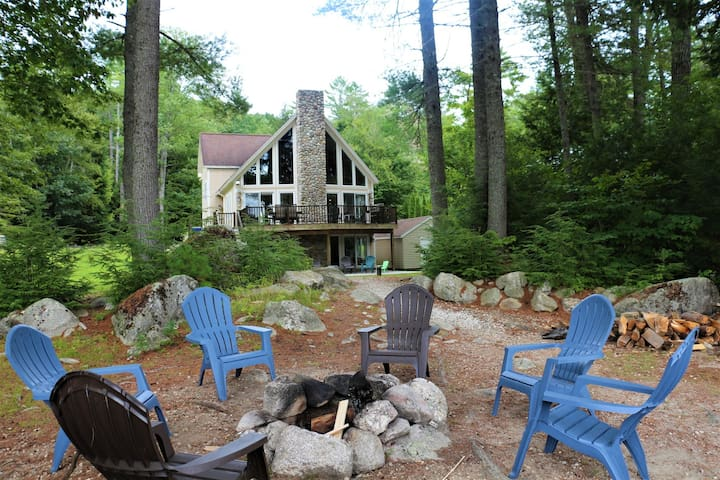 The Chalet~Waterfront Vacation Home on Sebago Lake
