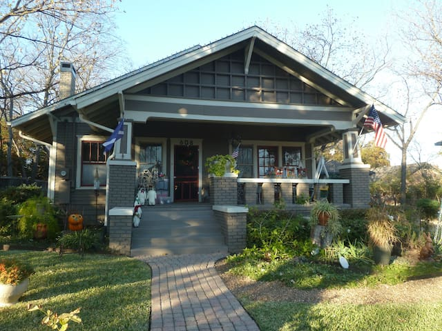 Quiet and Restful Charming Historic 1910 Craftsman