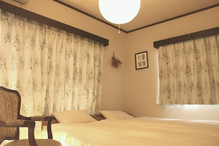 Bedroom    2 single bed ベッドルーム シングルベッド2台