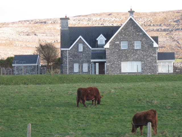Stone House in Ballyvaughan w/WIFI - Townross - Haus
