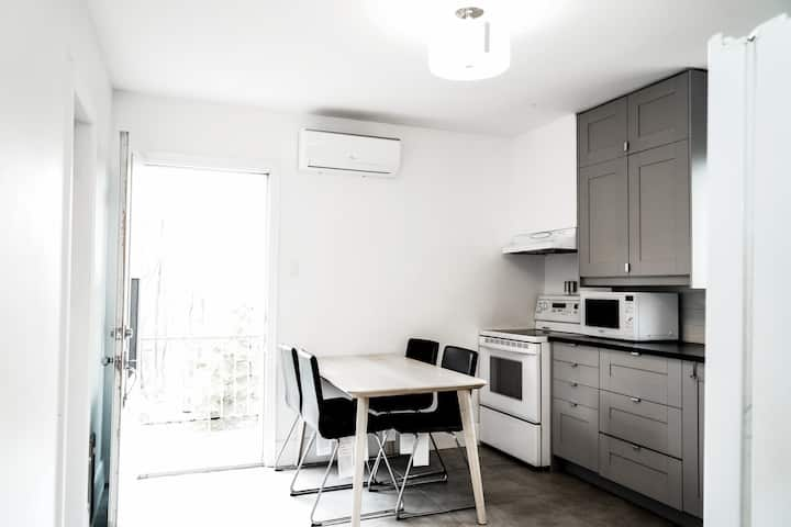 Central cosy apt free🅿,near🚉 10 min to Old Mtl