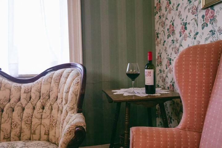 Golden Eagle Inn - Miss Mary Espy Room