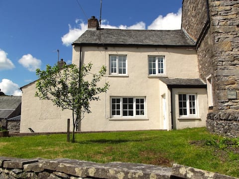 Super Cute Cottage close to the Lake District!