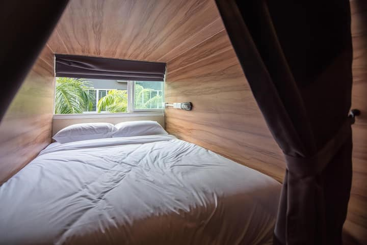 Cozy Double bed  capsule dorm close to Kata Beach