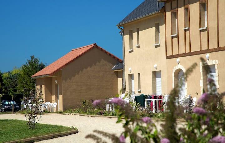Studio à Montignac | Linge de Lit Inclus + Accès Piscine!