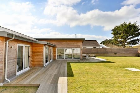 THE CABIN CROYDE | 4 Bedrooms | Spectacular home on beach path