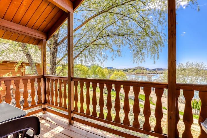 Charming dry cabin w/ lake views, a private grill, & on-site mini-golf!