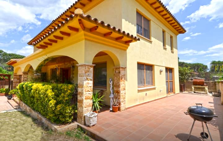 Catalunya Casas: Sunny Villa Vidreres for up to 8 people, 14 km to the beach!