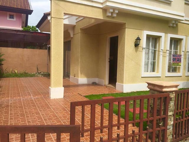 3 BR  House in Solariega - Davao City - Rumah