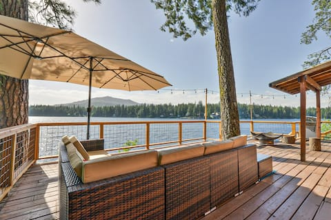 SUNSET BLISS LAKEHOUSE WITH PRIVATE HOT TUB & DOCK