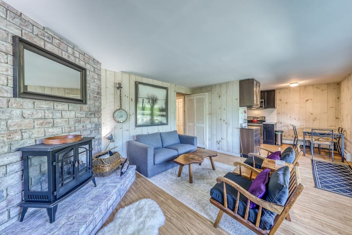 Charming duplex with breathtaking forest and nature views!