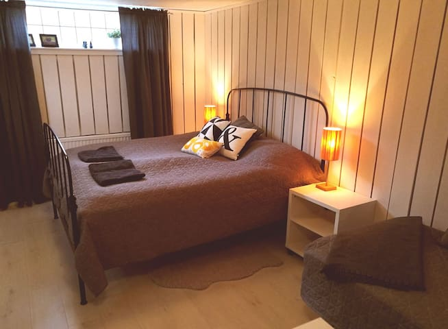 Comfortable private room in beautiful Kungsbacka - Kungsbacka - Ev