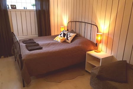 Comfortable private room in beautiful Kungsbacka - Kungsbacka - Talo