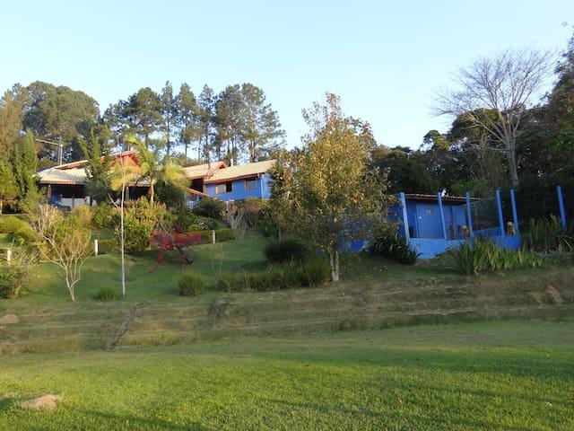 LANDHAUS - SUITE + SALA + HIDRO - Santo Antônio do Pinhal - Apartamento