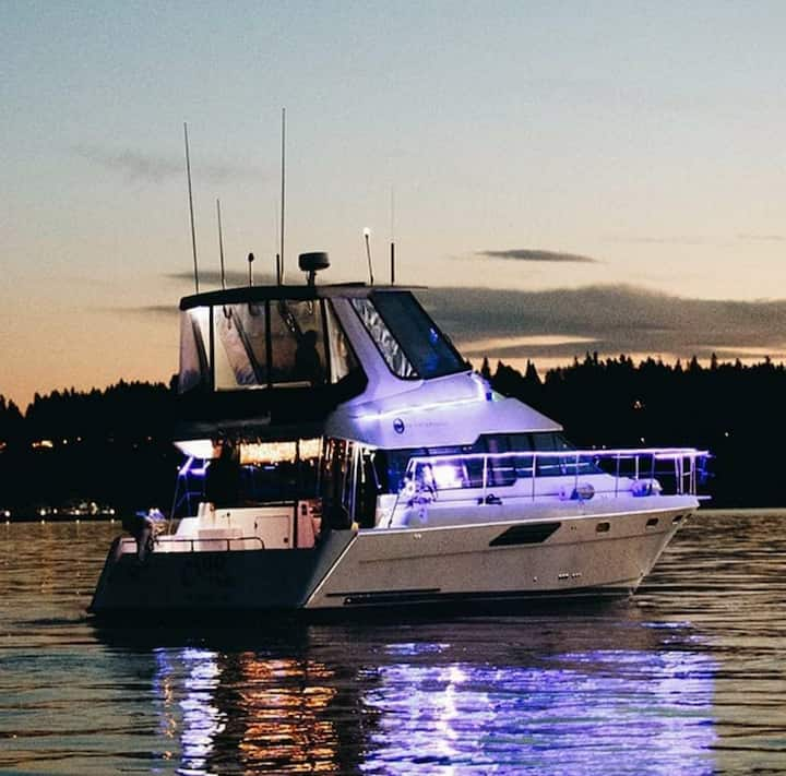 Come Aboard and Relax on Lake WA!