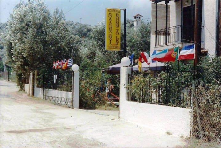 (URL HIDDEN)ΕΝΟΙΚΙΑΖΟΜΕΝΑ ΔΩΜΑΤΙΑ ΔΙΑΜΕΡΙΣΜΑΤΑ - Agia Marina