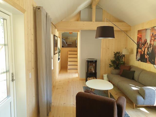 Nyrenoverat gårdshus nära Järvsöbacken & Ljusnan