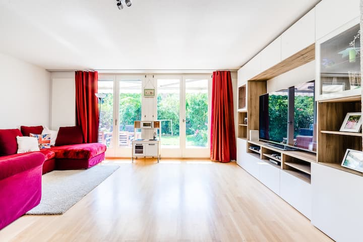 Beautiful sunny family-friendly house with garden