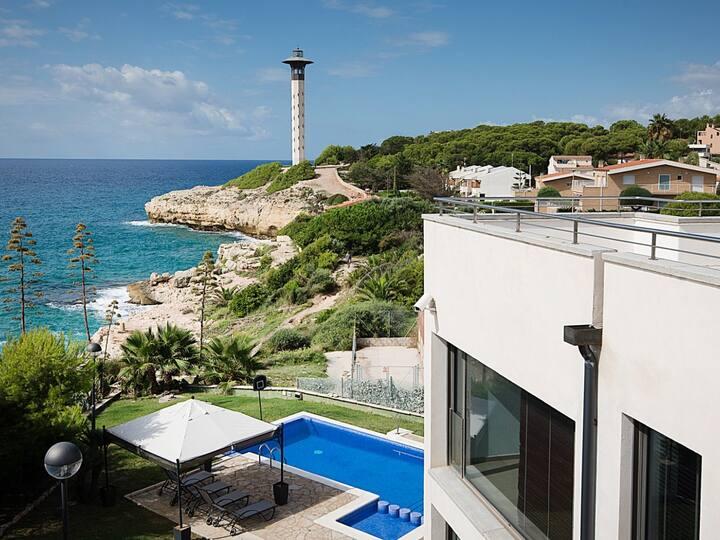 Maison moderne devant de la mer àTorredembarra