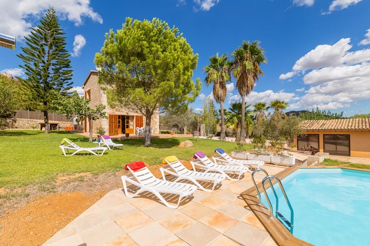 Banyols. Magnificent finca located in a quiet area