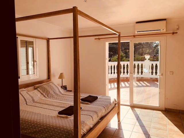 HEATED Teak room in quiet villa